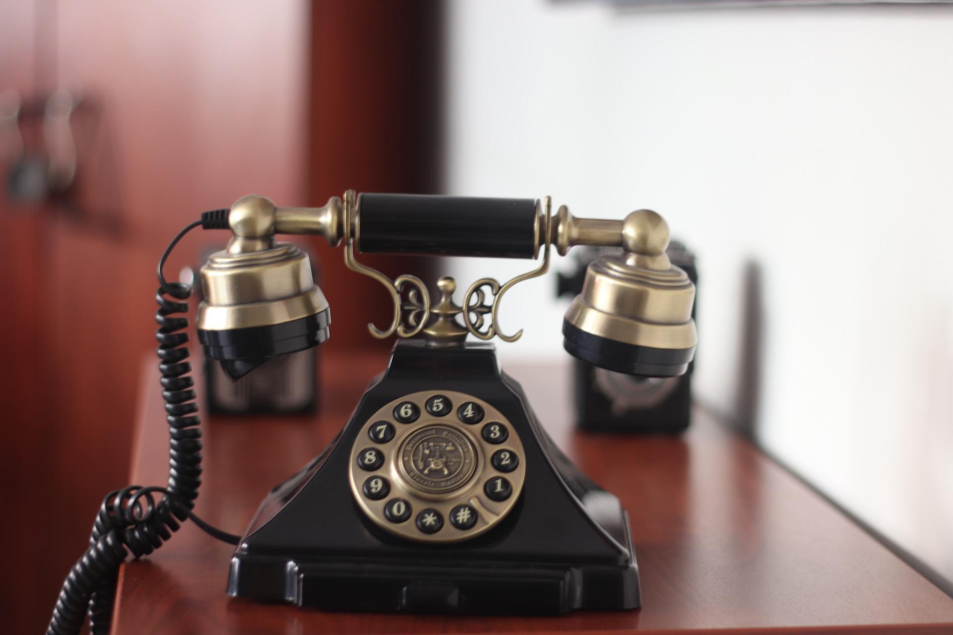 Julie Midtgaard er ikke hjemme telefonopkald